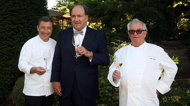 Pablo Álvarez, junto a los cocineros Juan Maria Arzak y Juan Roca